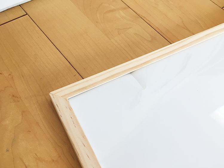 ホワイトボードの凹み